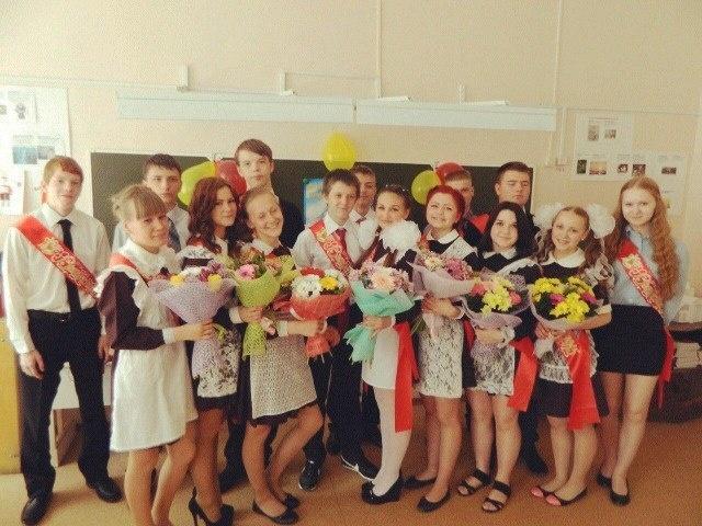 Поздравление десятиклассников одиннадцатиклассников на последнем звонке